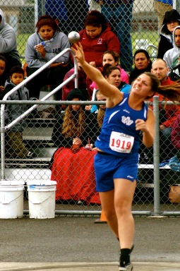 Hannah Burns shot put